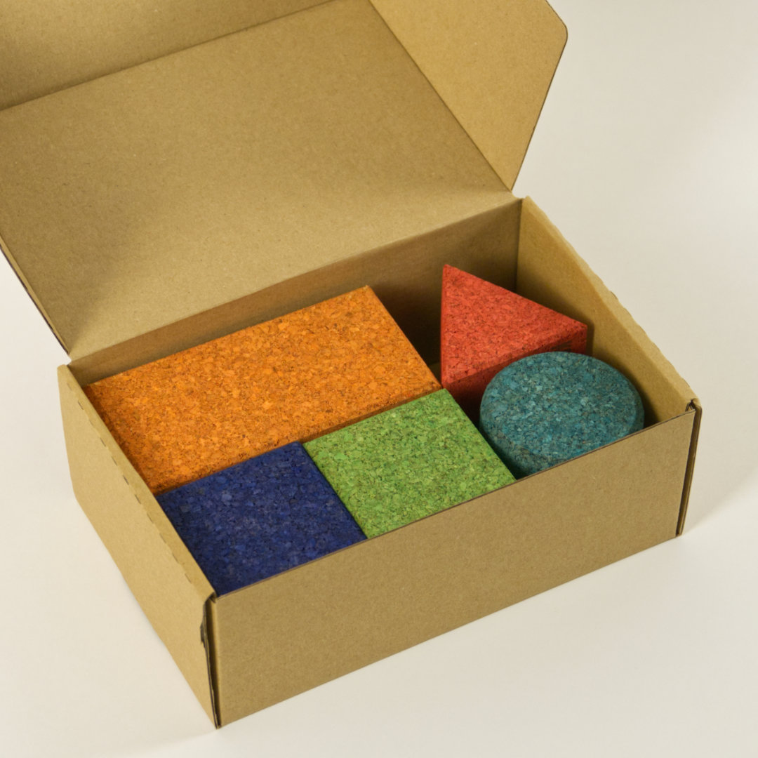 Geordnete Aufbewahrung der Korkbausteine in mitgeliefertem Karton
