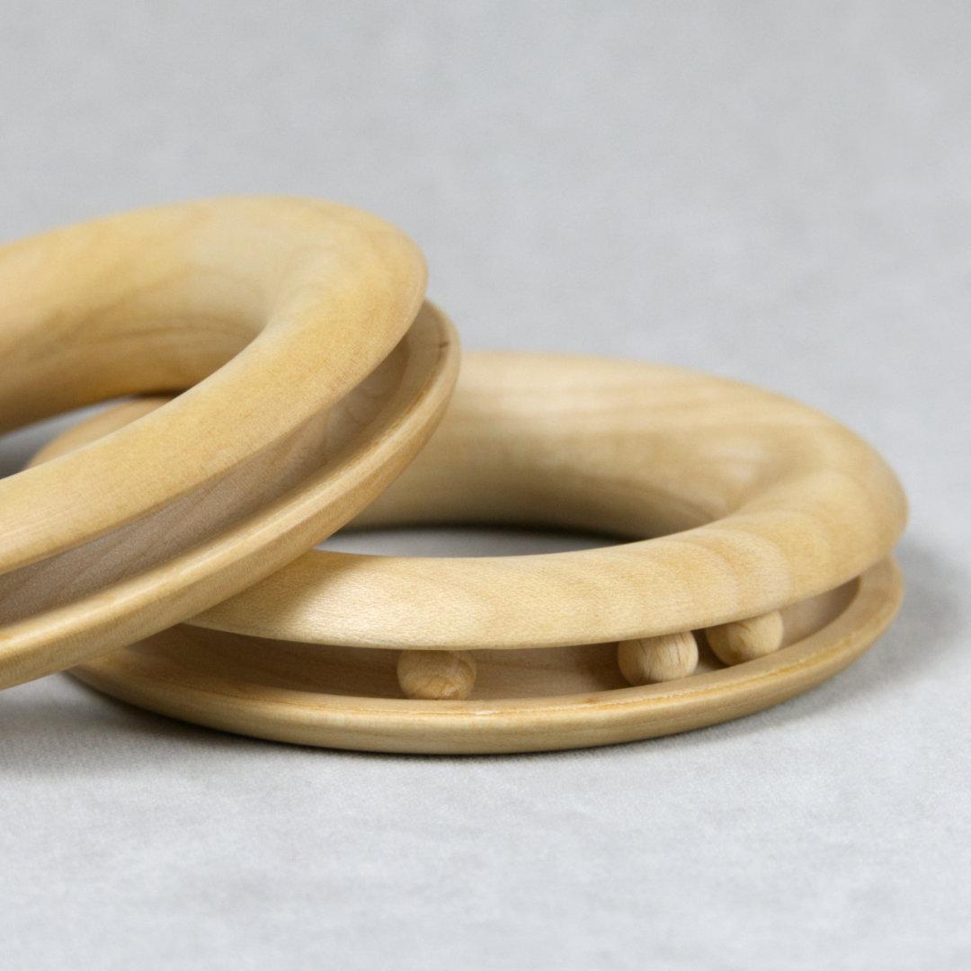 Detail Ring Greiflinge mit eingefassten Holzkugeln