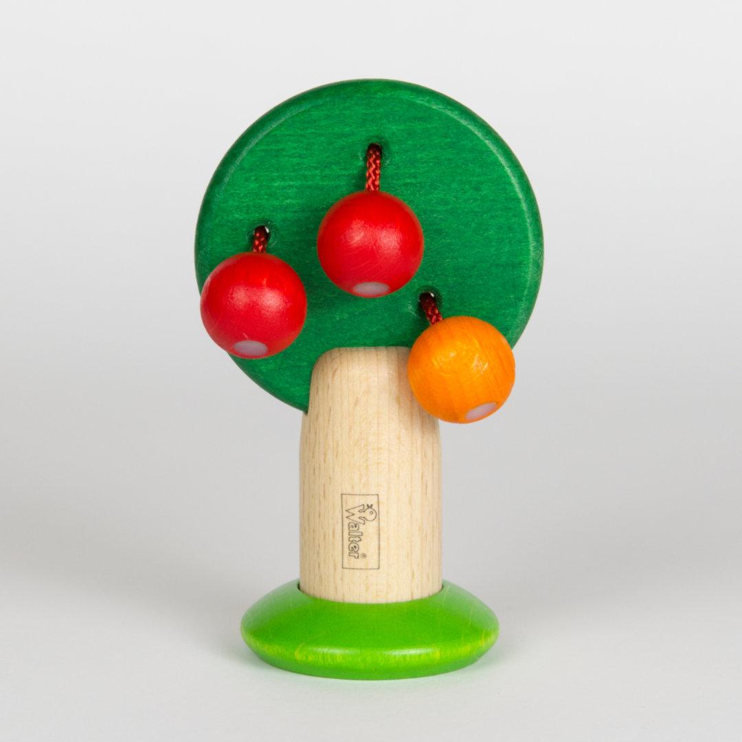 Obstbäumchen aus Holz mit beweglichen, an Schnüren befestigten Holzkirschen