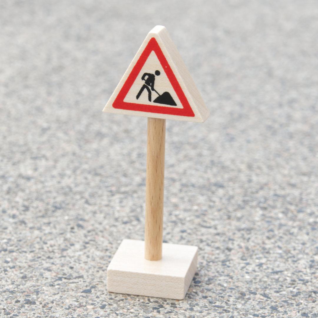 Baustellenschild aus hellem Holz als Zubehör für Verkehrsspiele