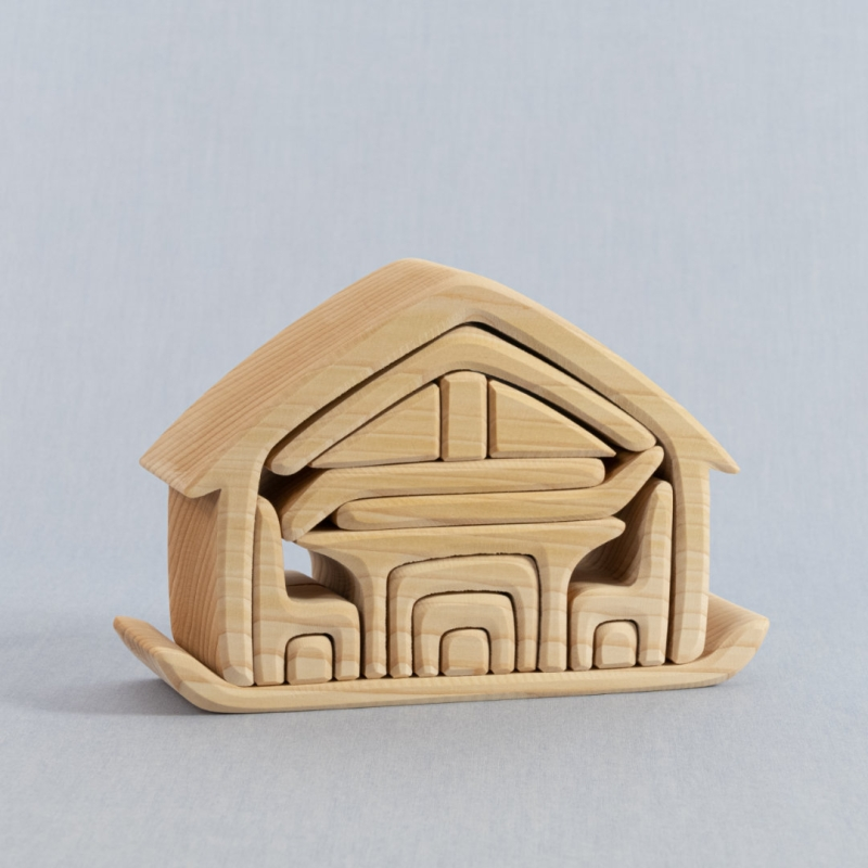 Zusammensteckbares Haus mit Möbeln aus Lindenholz, natur