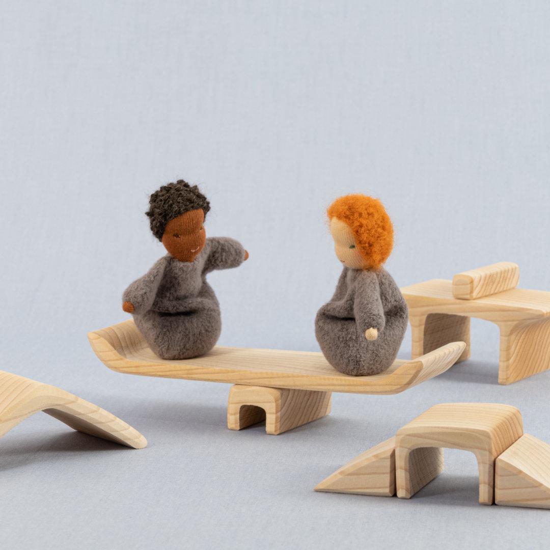 Individuell zu Möbeln zusammensetzbare Einzelteile aus Lindenholz