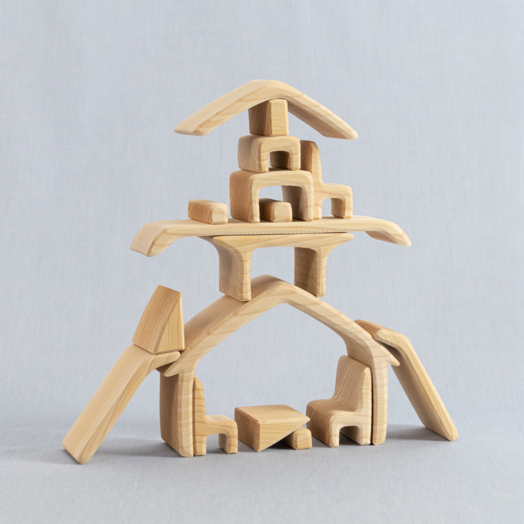 Fantasievolle Kombination der Holzelemente