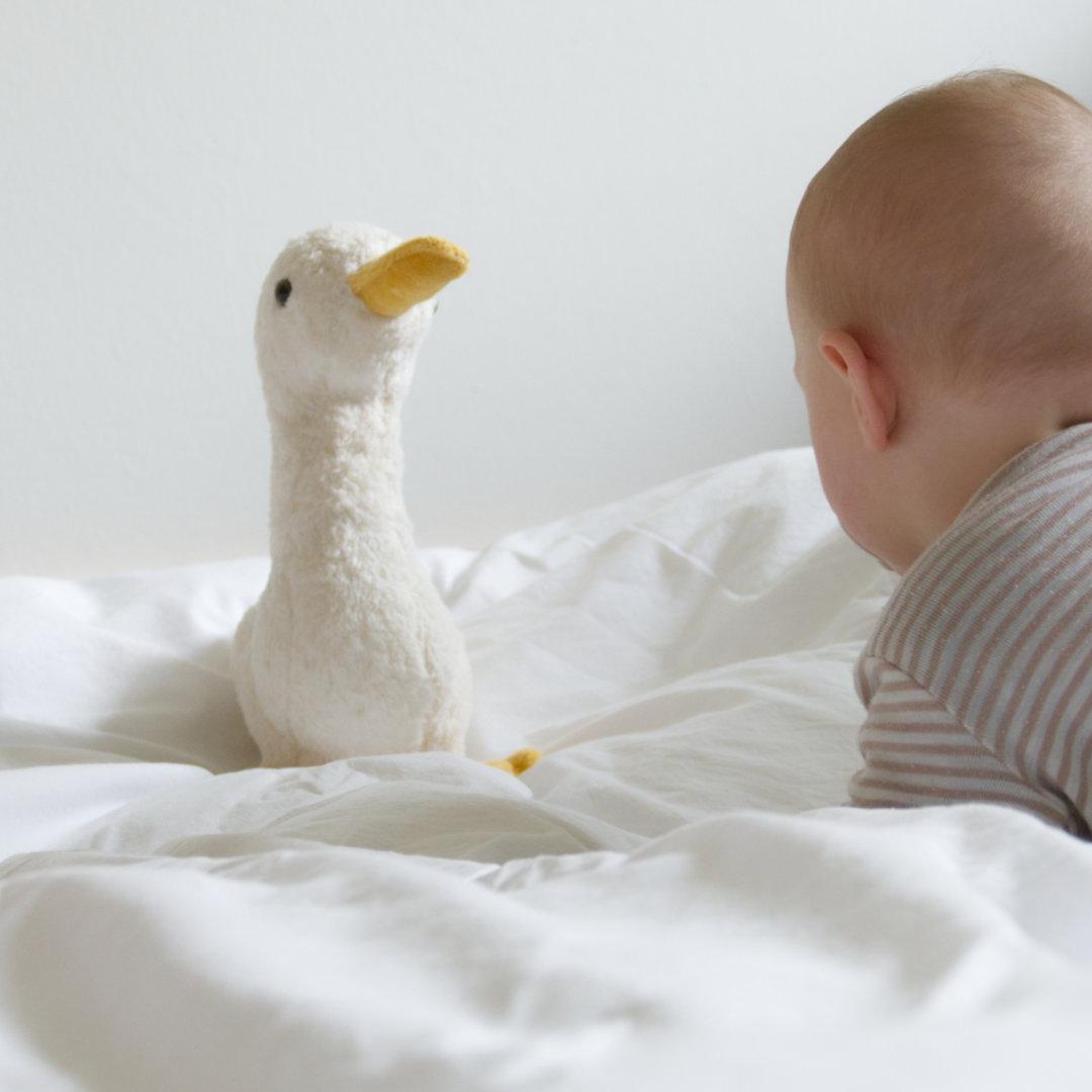 Spieluhr-Gans als kuscheliger Spielkamerad für Baby und Kleinkind