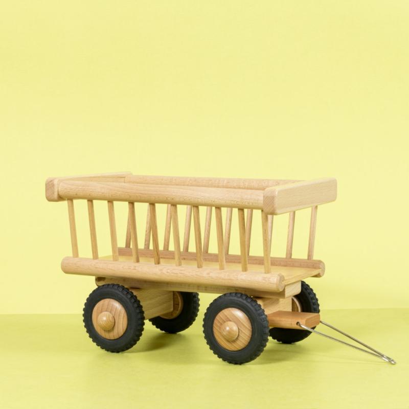 Heuwagen-Anhänger aus naturfarbenem Holz mit Vollgummireifen