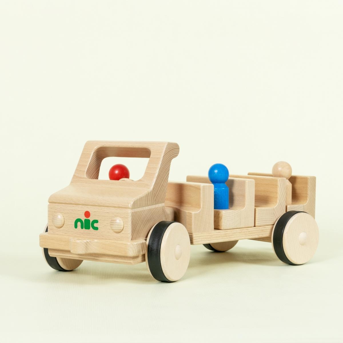 Holzbus aus Buche naturlackiert mit Gummireifen und drei Holzfiguren