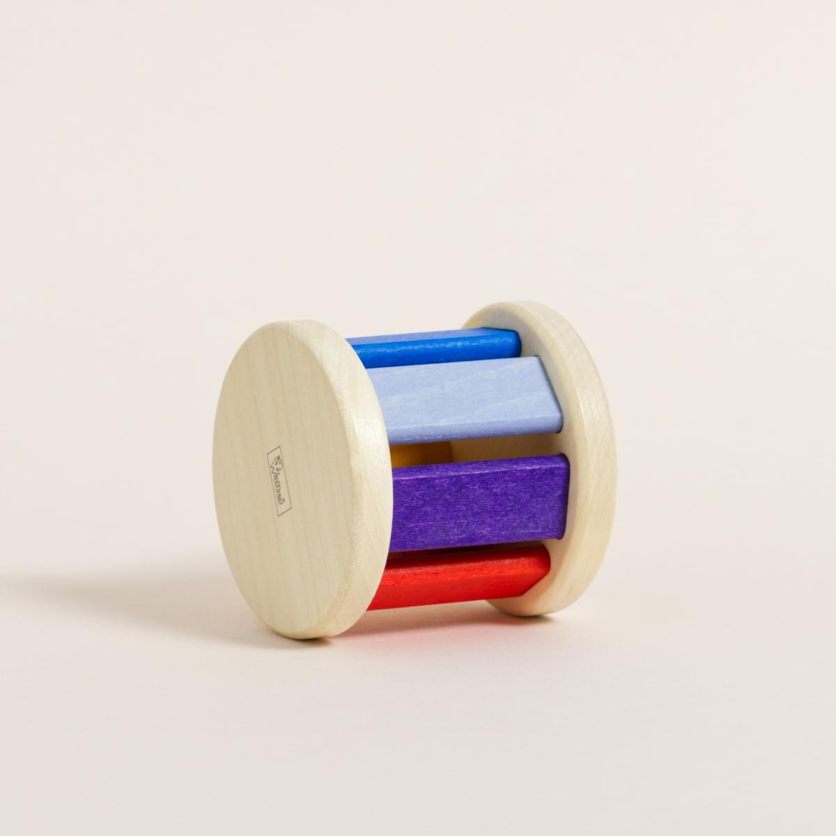 Klangrolle aus Ahornholz mit bunt gefärbten Stäben in verschiedenen Farben von Rot bis Gelb zu Blau und Lila, liegend