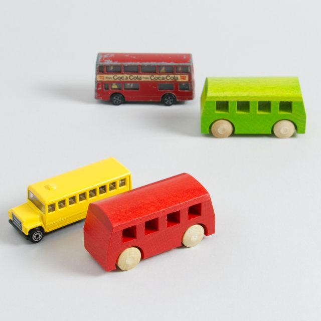 Verschiedene Spielzeug-Fahrzeuge Typ Bus