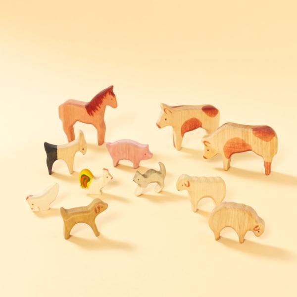 Hund, Katze, Pferd, Ziege, Schwein, Hühner, Schafe und Kühe aus Holz zum Spielen im Set vom Decor-Spielzeug